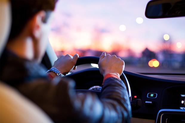 Первые водительские права будут выдавать на два года