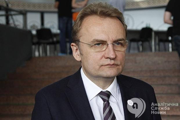 Мэра Львова Садового прогнали с похорон погибшего на свалке сотрудника ГСЧС