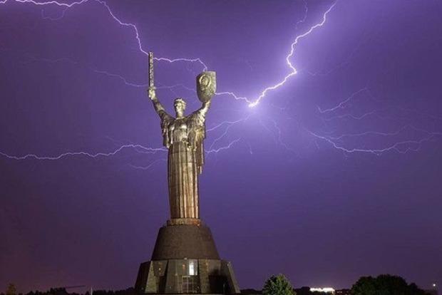 В Киеве ожидается гроза. Как правильно переждать ее: советы специалистов