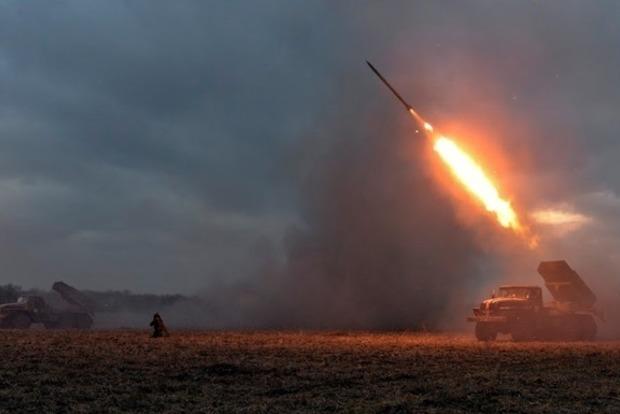 Боевики 51 раз нарушили режим тишины, трое украинских бойцов ранены – штаб АТО