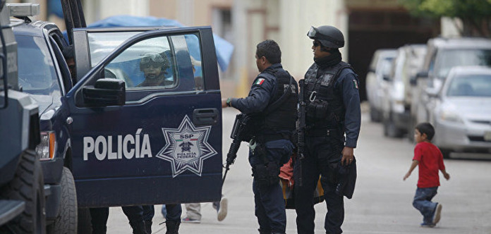 В Мексике разгневанные люди подожгли воров
