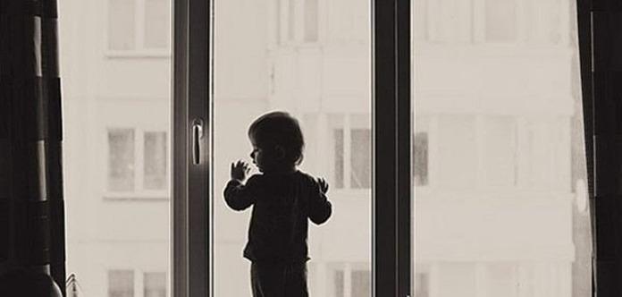 Шестирічна дівчинка загинула, випавши з вікна на 9-му поверсі в Києві
