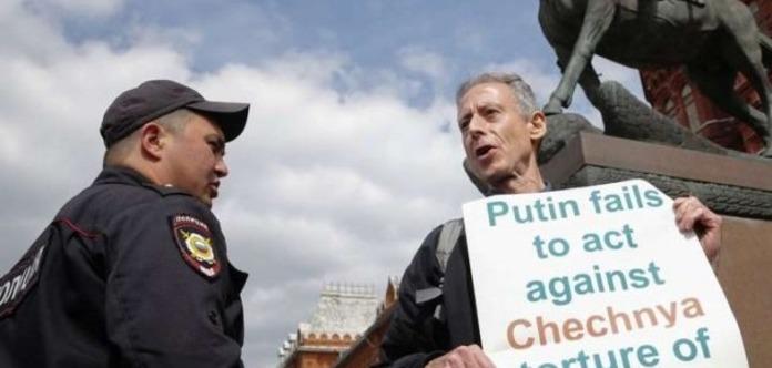 Біля Кремля затримали відомого британського борця за права ЛГБТ
