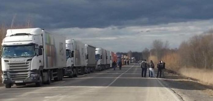 Тернопільщиною на шаленій швидкості промчала колона з 50 російських фур