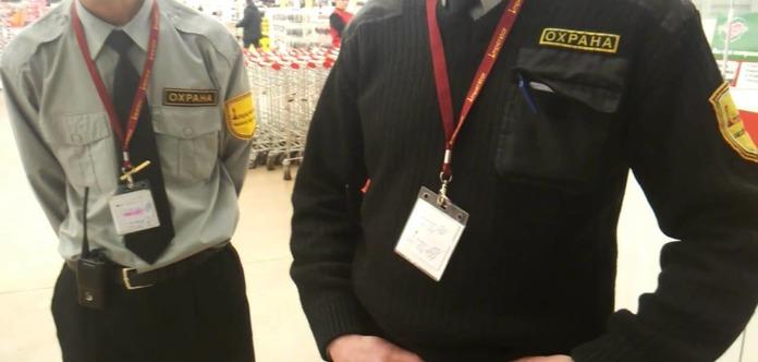 Нарушая все законы: в Киеве охранники супермаркета