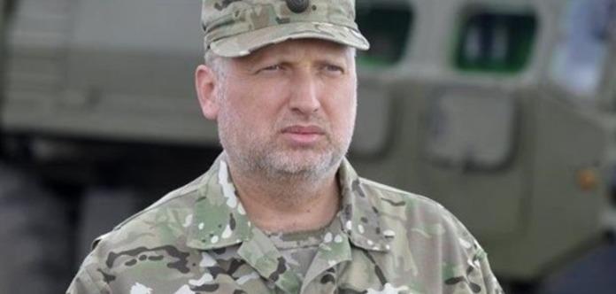 Вірними Україні в Криму залишилися менше 1% міліції і менше третини в ЗСУ - Турчинов