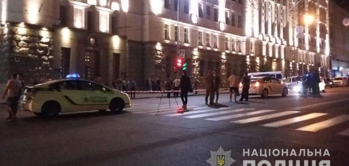 Нападение на мэрию Харькова: застрелен полицейский - фото, видео