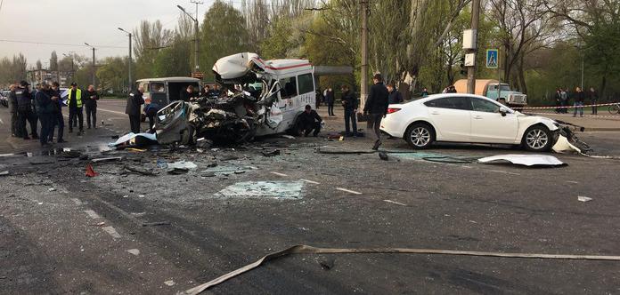 8 жертв. У Кривому Розі 18 квітня оголошено траур за загиблими в ДТП
