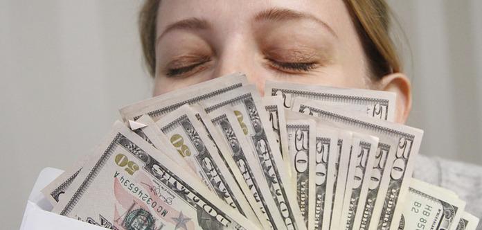 Уряд витратив мільйони на премії чиновникам. Топ-10 щасливчиків
