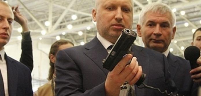 Турчинов пояснив, чому не ввів військовий стан після захоплення Криму