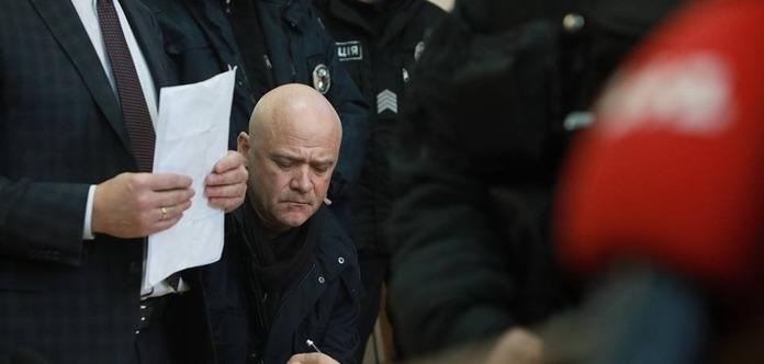 Біля Солом'янського суду знайшли гранату і пістолет