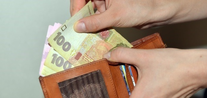 На Тернопільщині працівник агрофірми отримує більше президента - 85 тис. грн