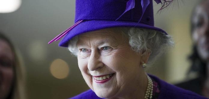 Елизавета II спустила на воду авианосец названный в ее честь