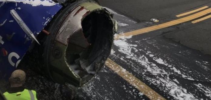 Лайнер з пошкодженим двигуном здійснив екстрену посадку в США