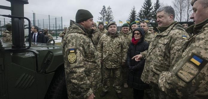 Українським військовим із США передали 40 медичних «Хаммерів»