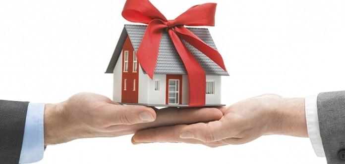 Есть ли налог на дарственную квартиру