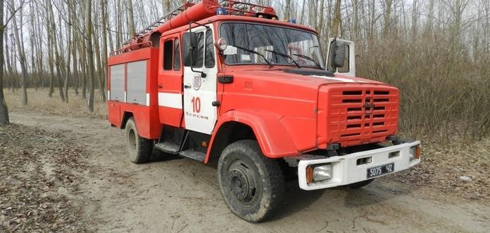 Рятувальники ще не загасили пожежу на військовому полігоні у Дніпропетровській області