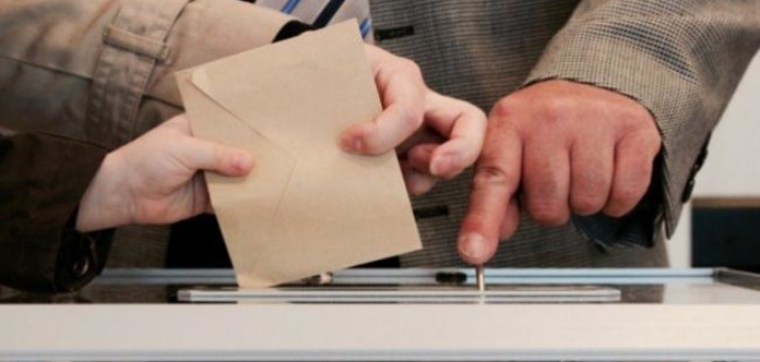 Друг Путина лидирует на выборах президента Чехии