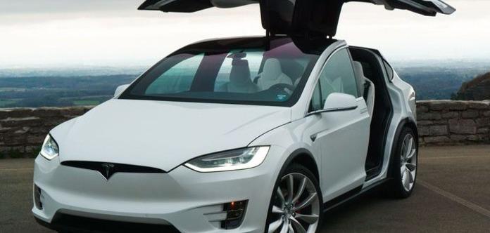 Tesla відкликає 11 тис. своїх електромобілів через дивні сидіння