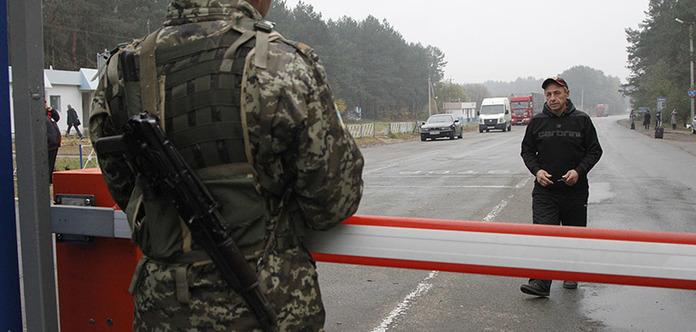 Снайпер бойовиків «ДНР» поранив українського прикордонника на КПВВ «Мар'їнка»