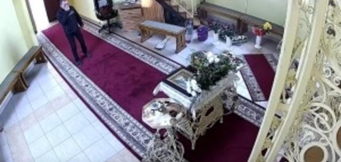 «Побожний» злодій, перед пограбуванням церкви тричі перехрестився