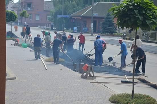 Вселе наЗакарпатье приняли решение самостоятельно отремонтировать дорогу