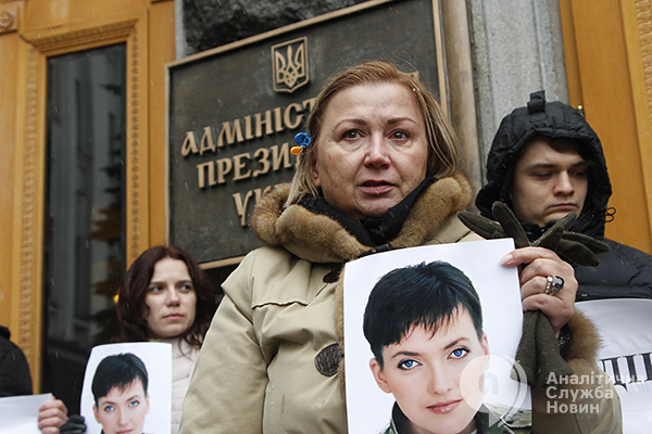 С требованием освободить украинскую летчицу Надежду Савченко  вышли украинские журналисты. Фото АСН. asn.in.ua
