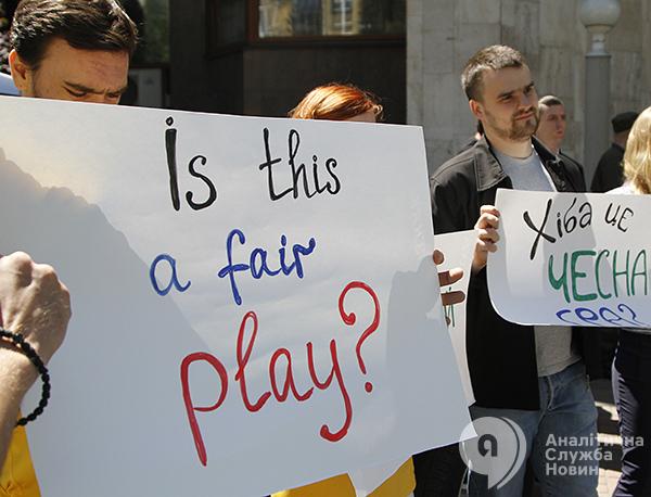 Акция протеста болельщиков перед французским посольством. Евро-2016