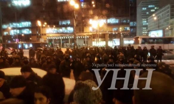 Футбольные фанаты устроили погромы истолкновения вцентре украинской столицы