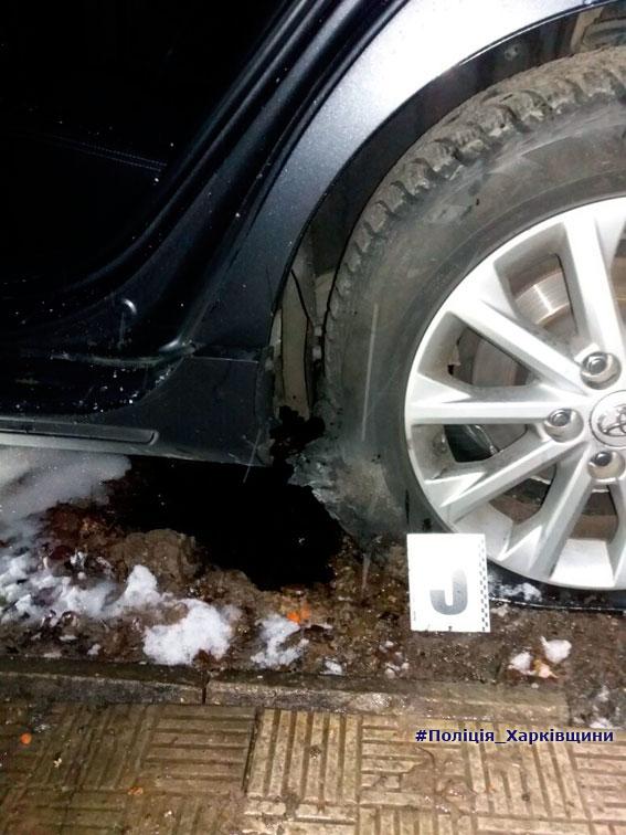 взрыв, боеприпас, Харьков, улица, полиция, водитель, правоохранитель, банда, автомобиль