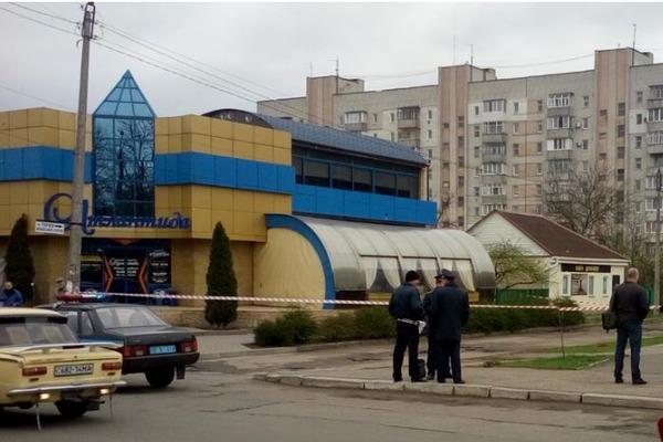 ВЧеркасской области неизвестные изгранатомета стреляли поночному клубу