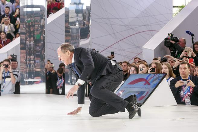 Лавров «навернувся» насцені форуму «Росія-країна можливостей»