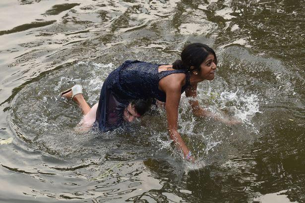 Відео дівчата плавають голяком фото 557-614