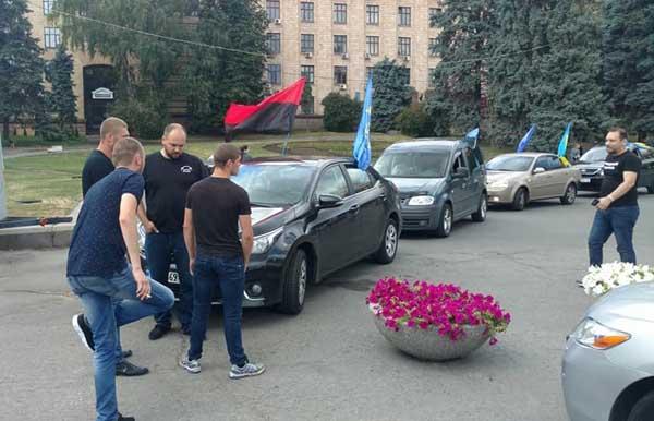 ВДнепре активисты пытались поджечь чучело главы города Филатова