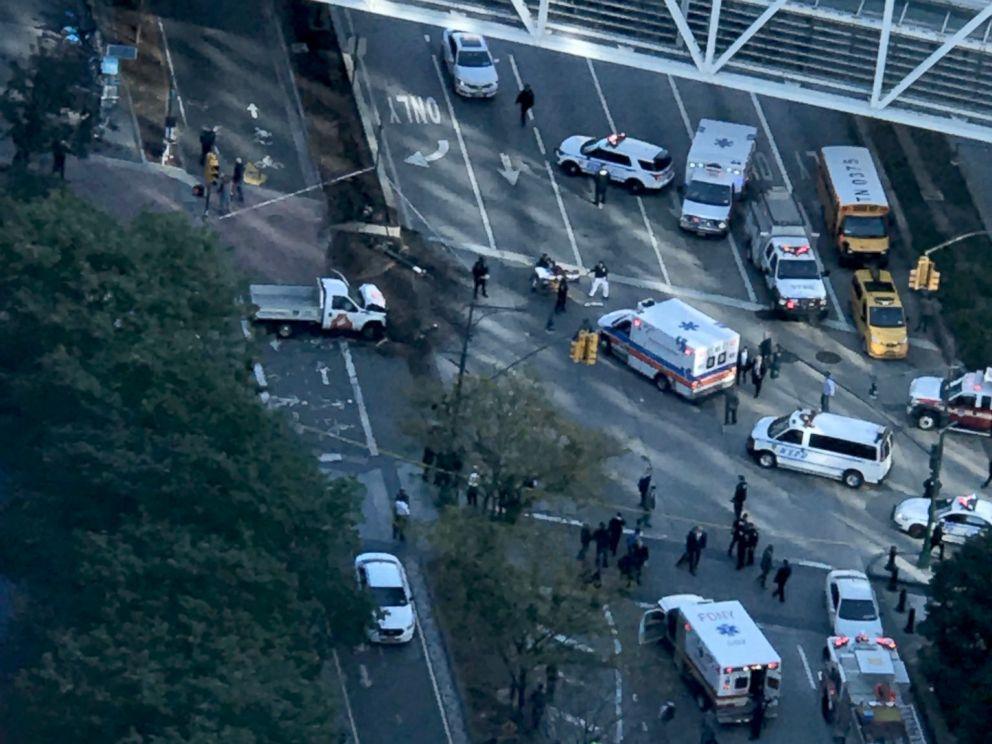 ВНью-Йорке фургон наехал натолпу, восемь человек погибли— Новый теракт